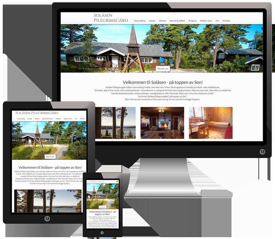 3 skjermer som viser Solåsen pilegrimsgård sine nettsider i forskjellige størrelser