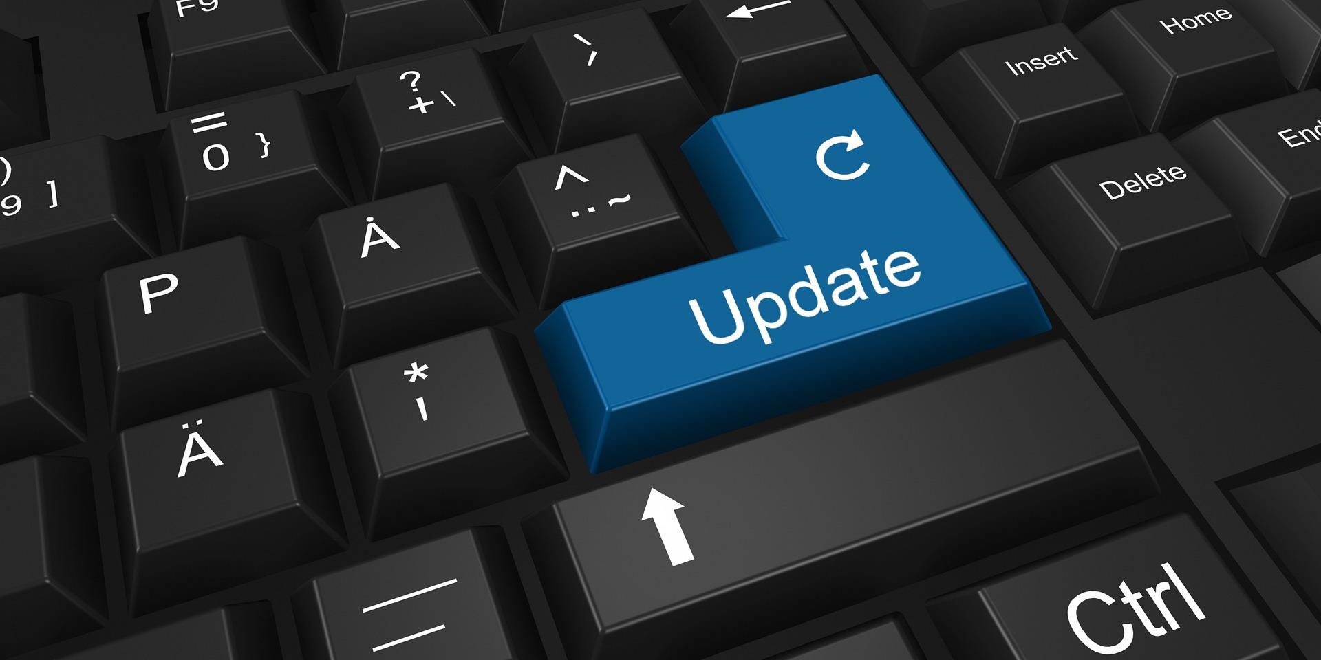 Tastatur med en stor blå knapp med teksten Update.